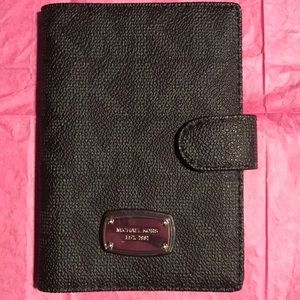 Michael Kors Jetsetter Passport holder